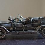 Серебряная миниатюра старинного автомобиля..jpg
