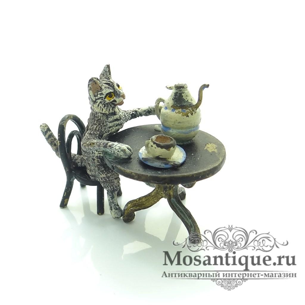 """Венская бронзовая миниатюра """"Кот за столом с чаем"""""""