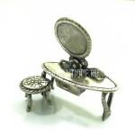 Туалетный столик из серебра