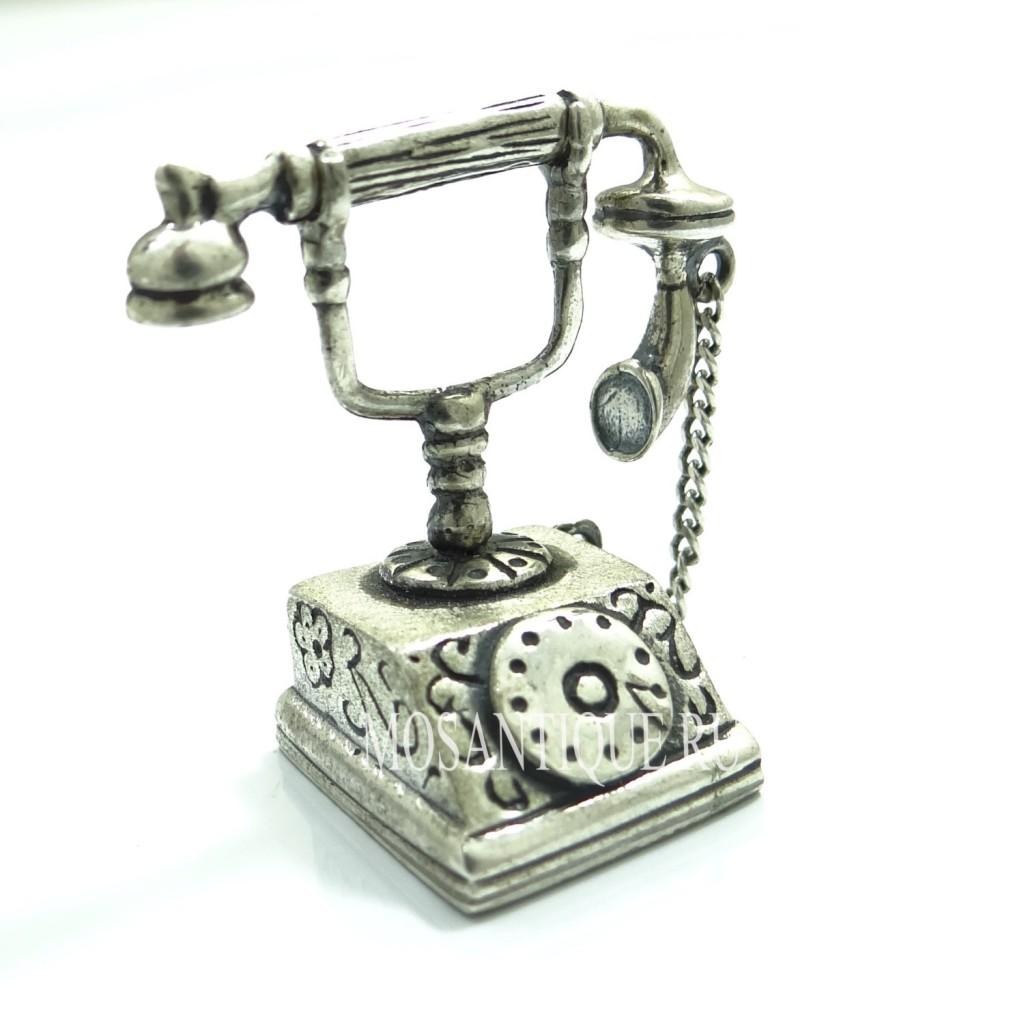 Миниатюра старинного телефона
