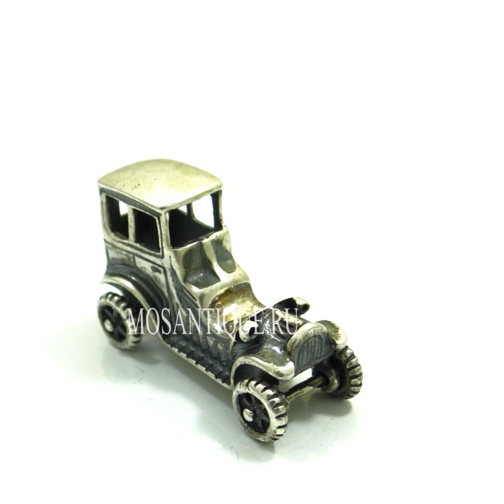 Модель классического автомобиля. Серебро.