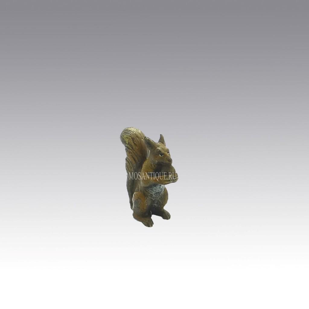"""Миниатюра """"Белочка с орехом""""/ Miniature """"Squirrel with nut"""""""