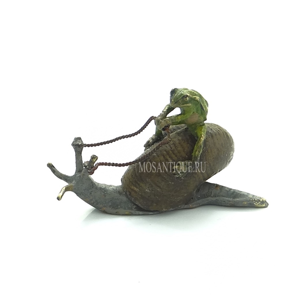 Фигурка лягушки