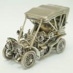 Модель автомобиля старинного