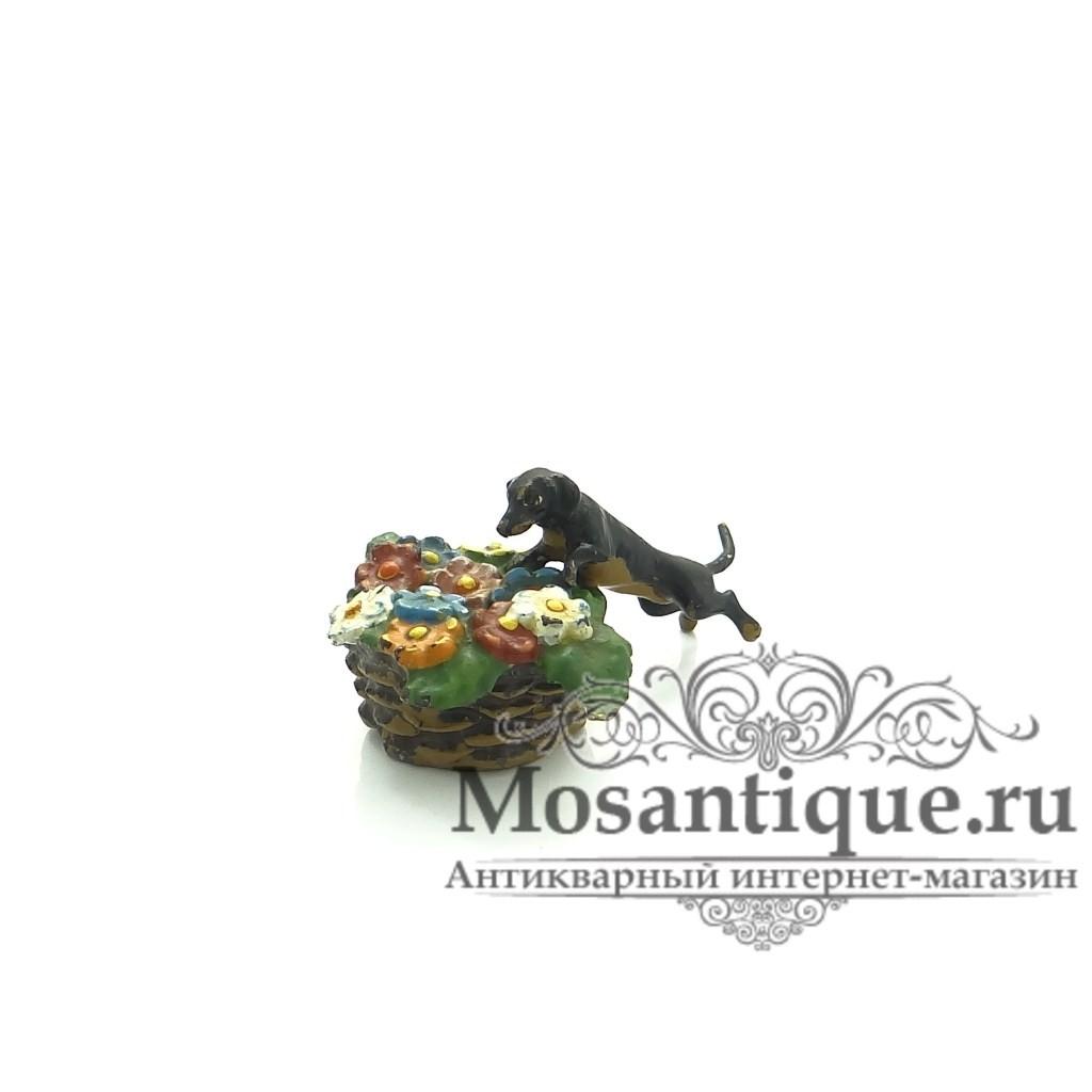 """Венская бронзовая миниатюра """"Такса с цветами"""""""