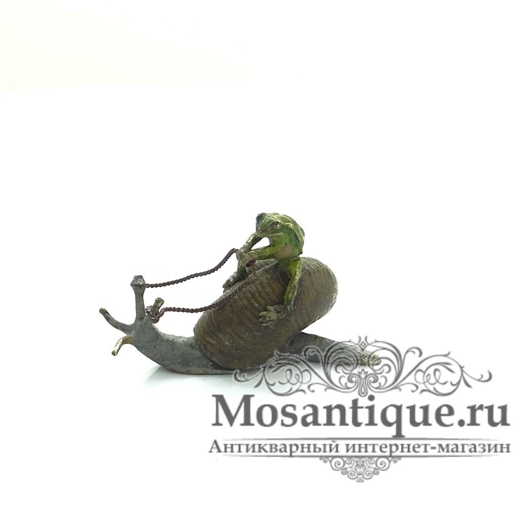 """Венская бронзовая миниатюра """"Лягушка верхом на улитке"""""""