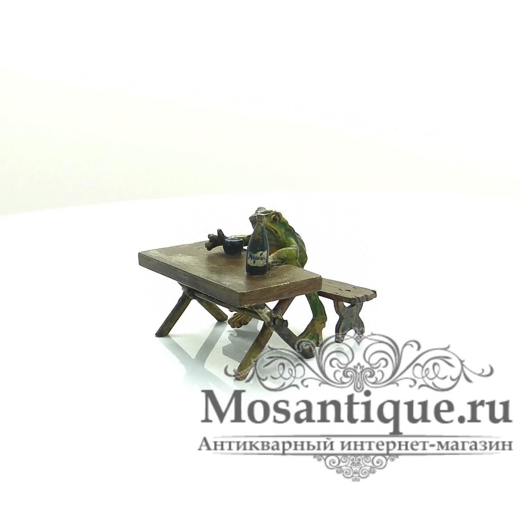 """Венская бронзовая миниатюра """"Лягушка за столом"""""""