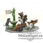 """Венская бронзовая миниатюра """"Мопс с щенками на водопое"""""""