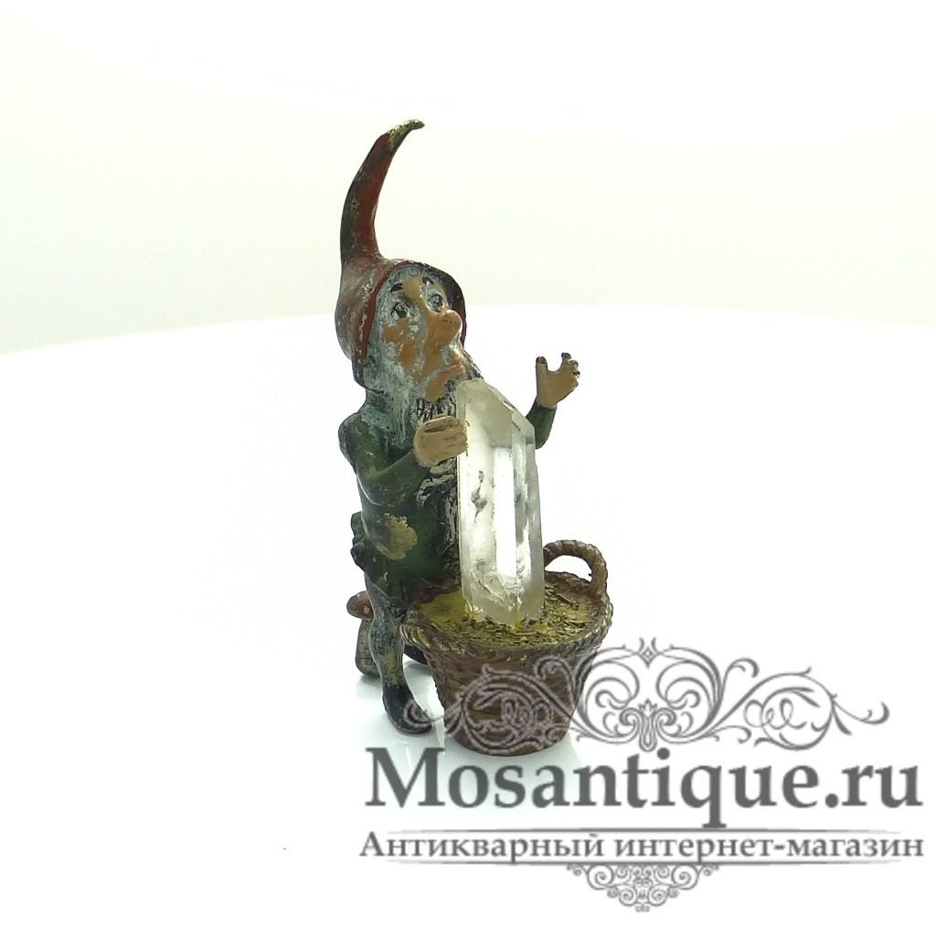 """Венская бронзовая миниатюра """"Лепрекон с сокровищем в корзине"""""""