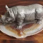 Носорог. Вид слева