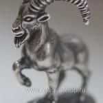 Сибирский козел из серебра. Вид спереди