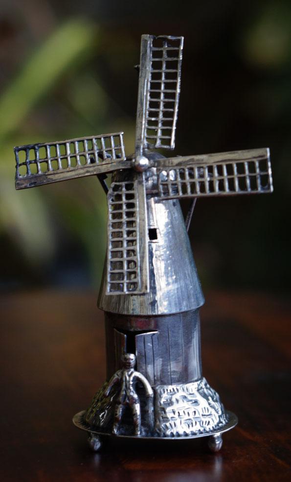 Мельница и мельник. Серебряная миниатюра. Главное фото