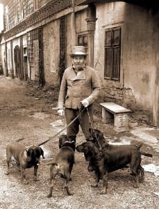 Барон Карг-Бебенбург Райхенхалль c собаками