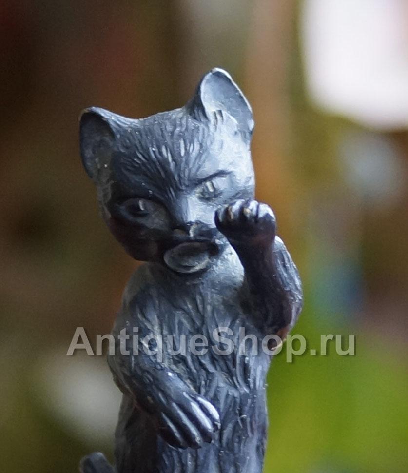 """Скульптура """"Котик"""" крупным планом"""
