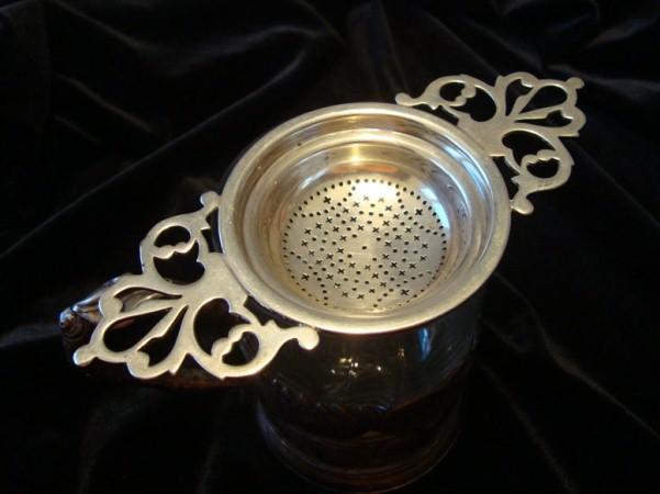 Серебряное чайное ситечко