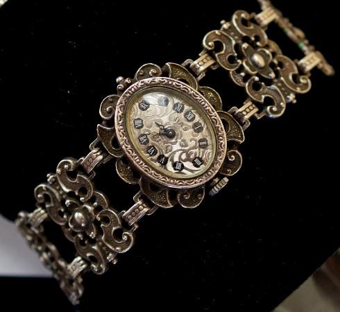 Наручные механические часы из серебра