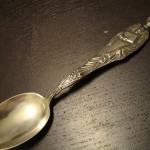 Фотография антикварной серебряной ложечки