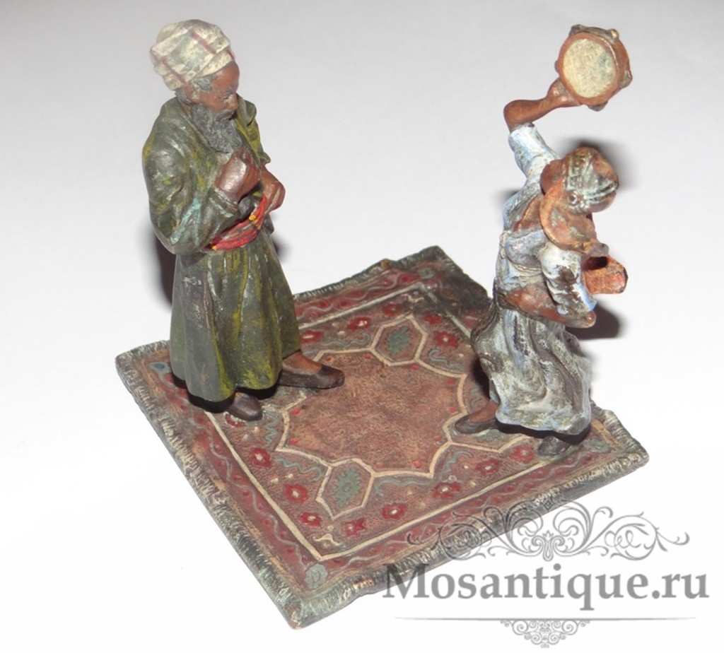 Арабский танец с бубном на ковре